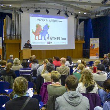 Powerpoint-Vortrag ausgestattet mit Rollup-Bannern